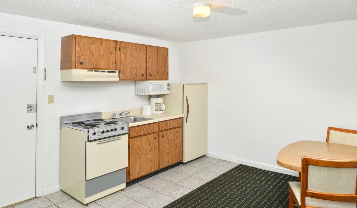 The Sea Horn Motel in Myrtle Beach - Kitchenette
