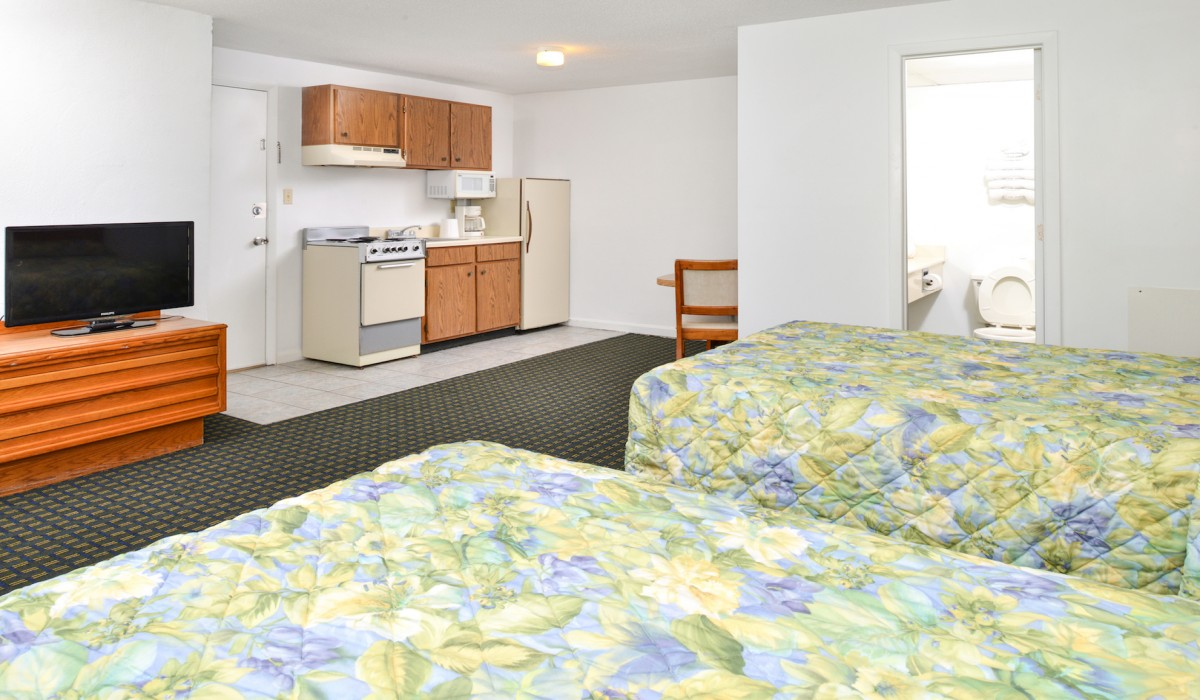 The Sea Horn Motel in Myrtle Beach - 2 Double Bedroom with Kitchenette